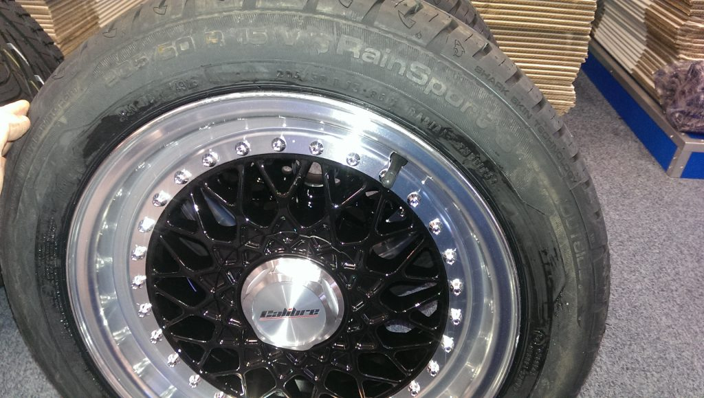 Calibre Vintage alloy wheel with tyre 2